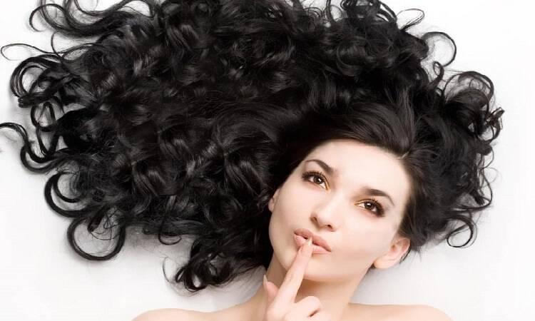 Φροντίδα Για Σγουρά Μαλλιά – 10 Προτάσεις Που Θα Σας Λύσουν Τα Χέρια!