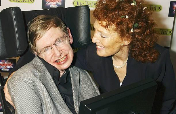 Stephen Hawking: Οι Γυναίκες Της Ζωής Του, Οι Έρωτες Και Οι Προδοσίες!